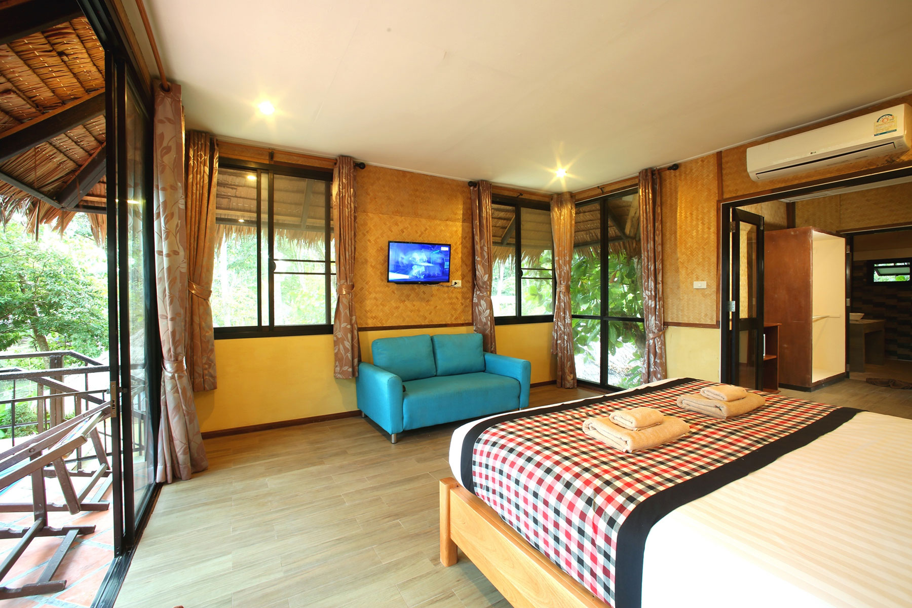 Family Room,  Hotel resort on Koh Ngai
